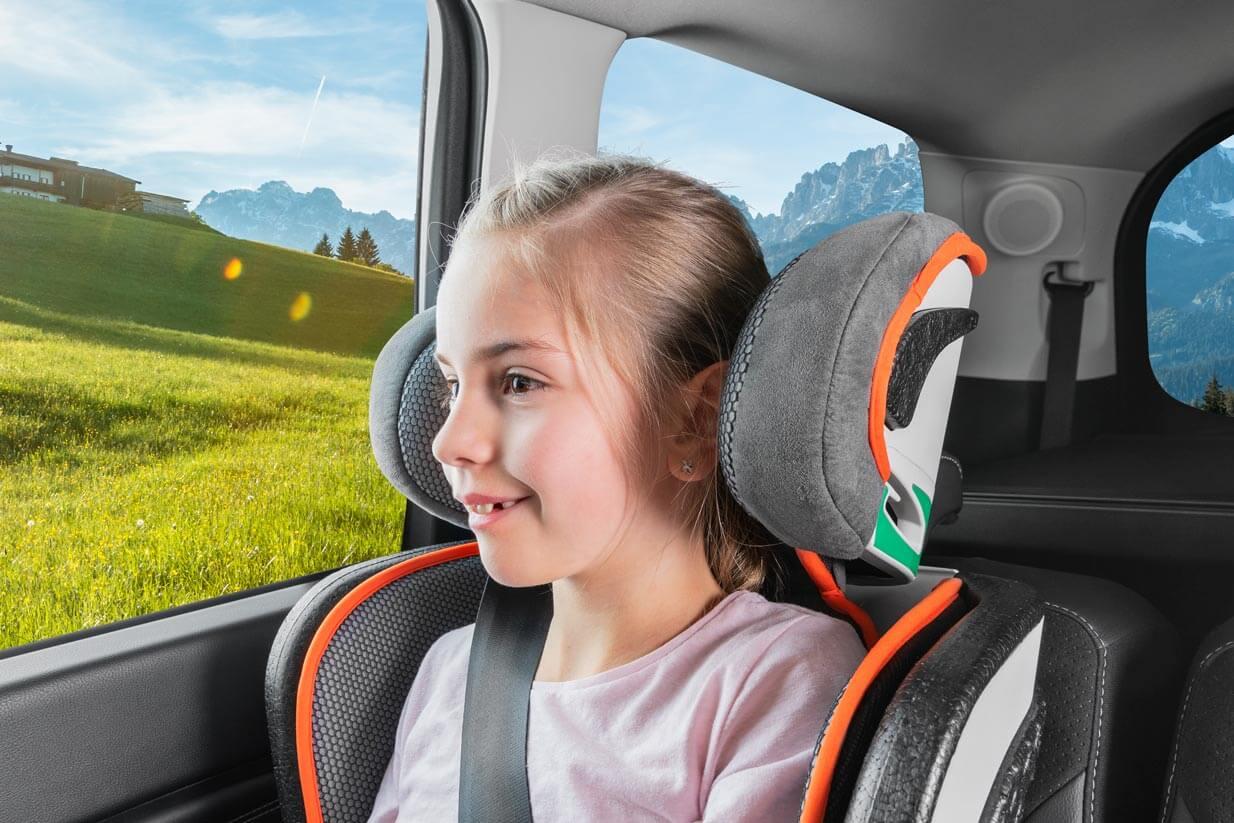 Auch auf langen Autofahrten sitzen Ihre Kinder bequem und entspannt im Sitz Noemi.